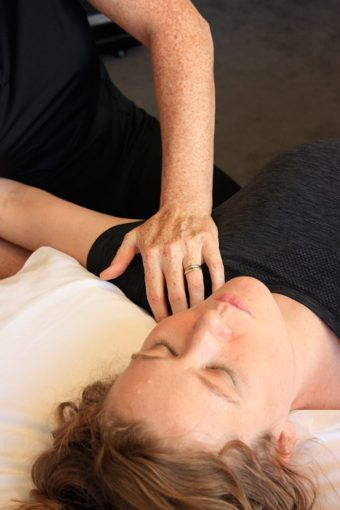osteopathy on shoulder